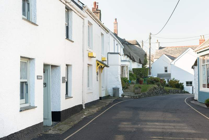 This traditional cottage is a few steps away from the harbour, beach, pub and village shop.