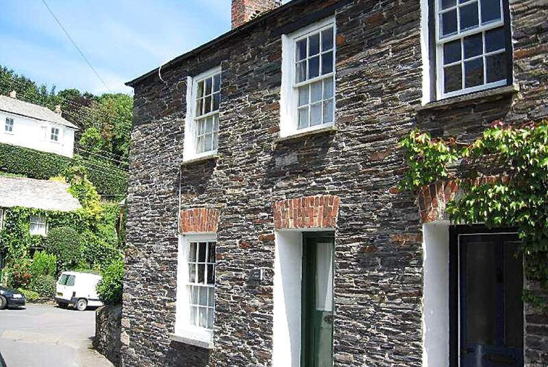 Lowen Cottage is an end of terrace property in Boscastle.