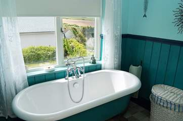 The room with a bath and a sea view.