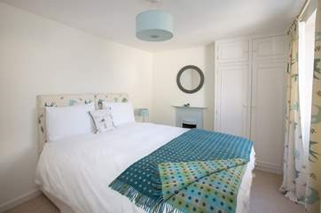 This bedroom is at the front of the cottage - another very comfortable bed with gorgeous bed linens.