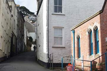 The Salt Store (white cottage) is found in the narrow streets of Fowey just a couple of minutes from the harbour front.