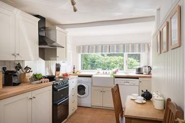 The kitchen is well-equipped and features a range cooker.