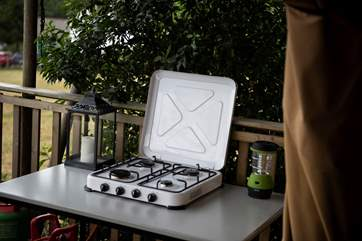 The outdoor hob is perfect for cooking up a yummy meal in the warmer months, if you don't fancy lighting the range.