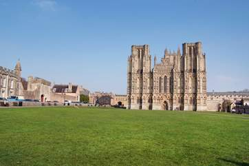 Wells Catherdral City is a wonderful place to visit.