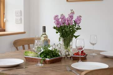 This is a very spacious cottage for two - you can enjoy peaceful meals together in this tranquil setting