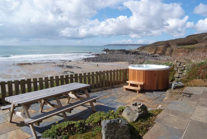 Relax in the hot tub overlooking Perranuthnoe beach.