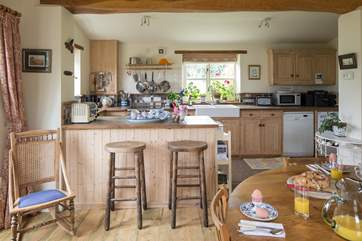 There is a lovely large kitchen-area with a breakfast-bar.