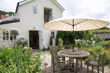 No 1 Kingsdon is the very end of a little terrace, set up above a quiet no-through road and with a large level and enclosed garden area at the front.