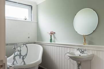 The slipper bath in the master bedroom en suite bathroom is perfect for a relaxing bubble bath.