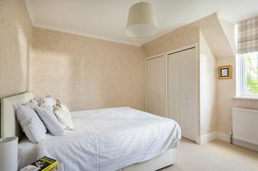 Bedroom 4 can be made up as a 5' double bed or two single beds (2'6