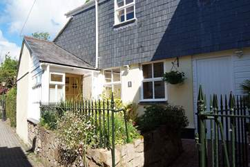 The cottage is set up a quiet pedestrian lane in the centre of Penzance close to Morrab Gardens.