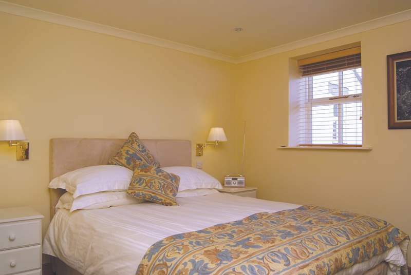 The double bedroom has a comfortable 5' bed with a Vi-Spring mattress.