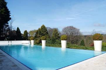 The pool looks out over woods and fields (available from the beginning of May to the end of September).