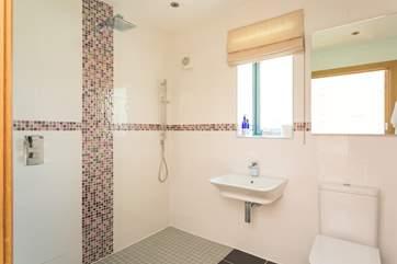 There is an en suite wet-room to Bedroom 1.