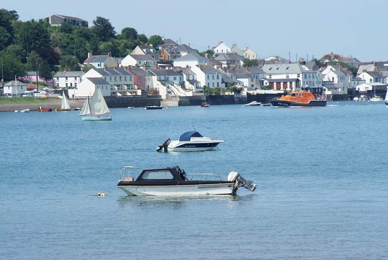 Appledore is a traditional old fishing village with a wonderful network of little lanes and passageways to explore.