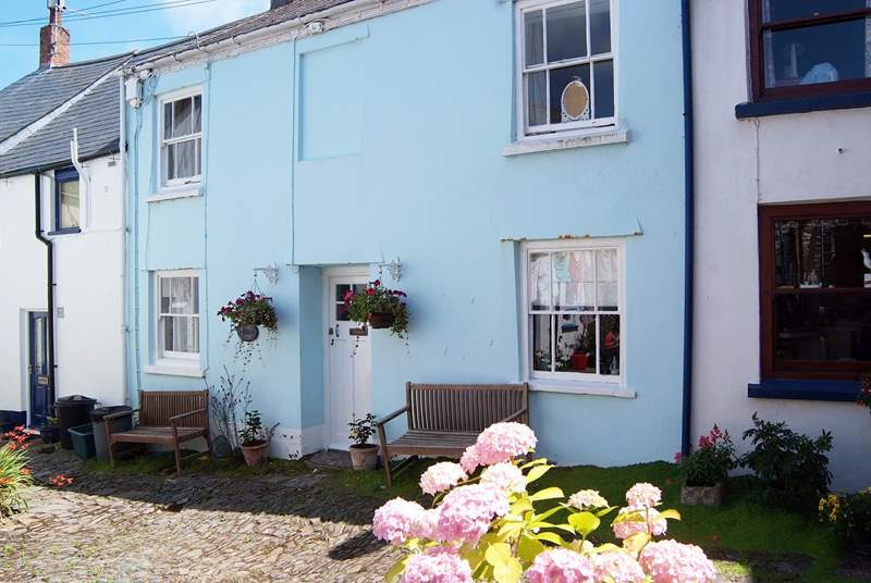 Poachers Cottage is set in a little cobbled square shared by some other original fishermen's cottages.