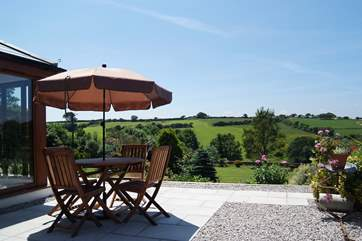 Pennti's outdoor terrace is to the side of the cottage giving plenty of privacy.