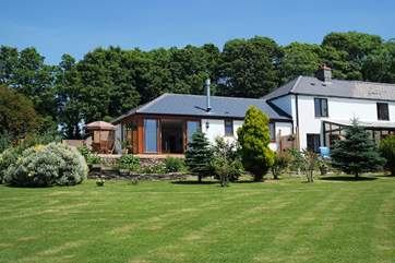 Pennti is a lovely contemporary single-storey cottage (with the welcoming but unobtrusive Owners next door).