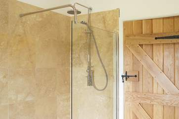 The large shower rose ensures a good shower for all.