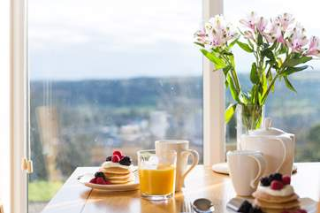 The view is just as good when having breakfast.