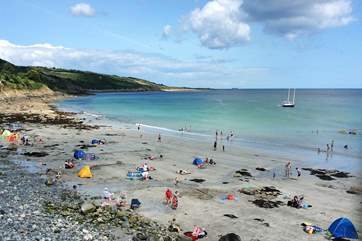 Coverack has a large sandy beach at low tide which is safe for swimming and is dog-friendly.