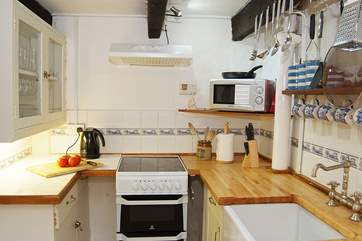 The kitchen is equipped with a dishwasher so no need to wash up on this holiday!