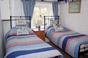 The twin bedroom with 2' 6'' single beds (suitable for children).