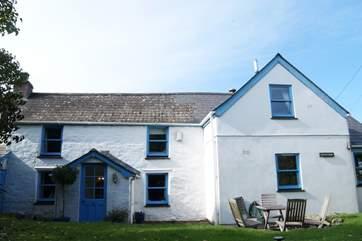 Sunnyside Cottage is a lovely detached cottage.