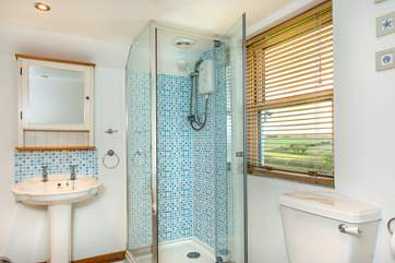 The en-suite bathroom also has a separate shower