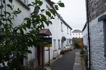 The mews street, Atlas Cottage is not shown, it is on the left at the entrance to the mews. The sitting-out area is down here on the right.