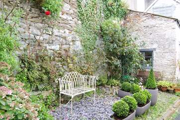 The little sitting-out area in the mews, which is not private as other neighbours use the mews and also hang out washing occasionally!