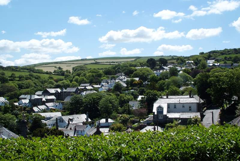 The elevated view out across the old town of Boscastle lifts the heart.