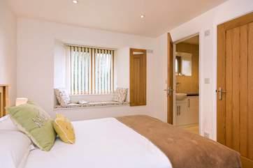 The bedroom has an en suite shower-room.