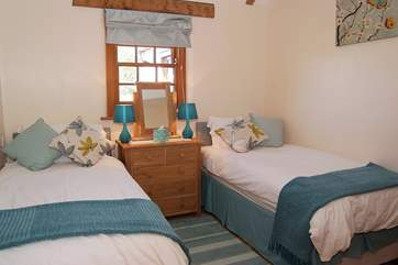 This bedroom is also comfortably furnished with 'zip and link' (6' double or twin) beds.