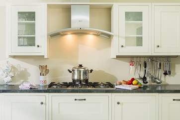 For a one pot wonder or a five course meal, this super kitchen with large gas hob can do it all.