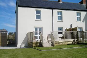 Frog Rock Cottage is a semi-detached cottage with outstanding views.