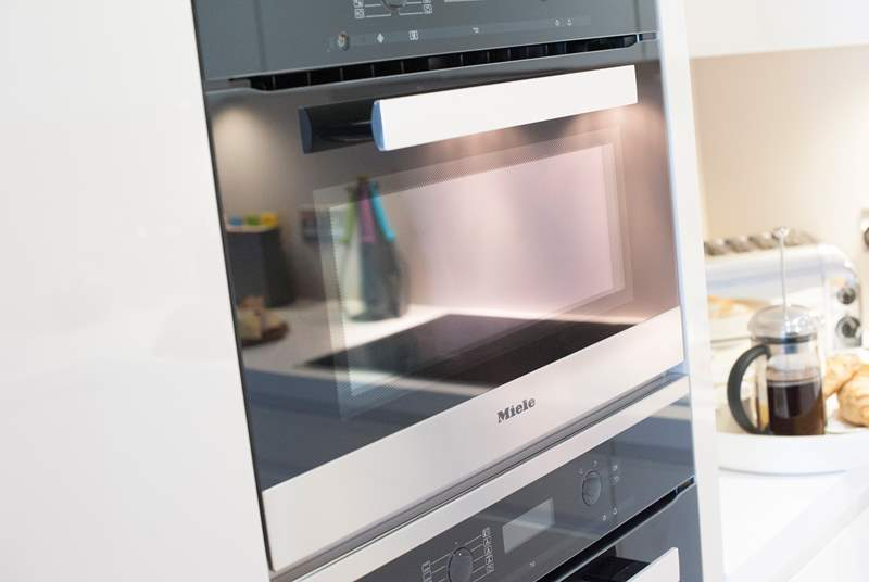 The quality kitchen includes Miele and Neff appliances.