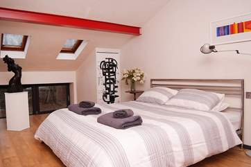 The galleried master bedroom has a 6' double bed.