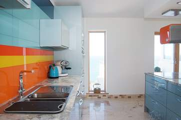 Lovely colours enhance the kitchen-area.