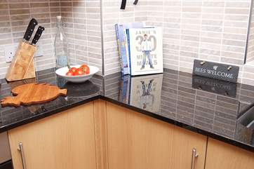 The well-equipped kitchen-area in Whitsand.