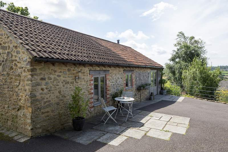 Phoebes House is a spacious single-storey barn conversion with wonderful views over the farmstead and across the valley.