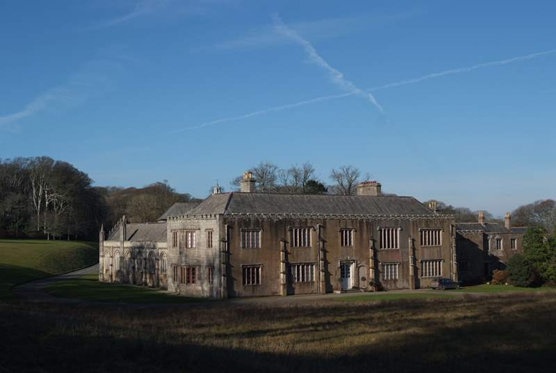 The Trelowarren Estate is only a few miles away, visit the New Yard Restaurant, the Art gallery or simply walk the grounds.