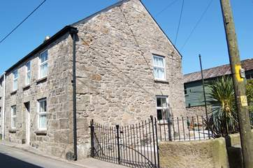 This end of terrace stone cottage is in the heart of this pretty village.