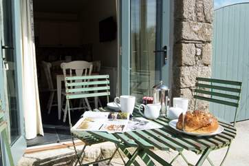 The patio-area is ideal for sunny lunches.