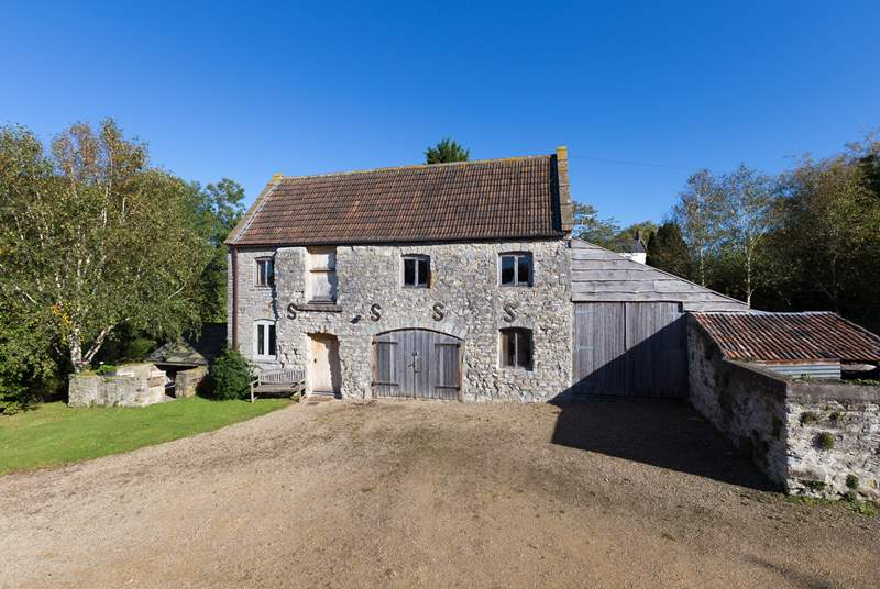 The Hayloft is a fabulous studio style retreat, a lovely barn conversion that includes a sauna and wet room on the ground floor.