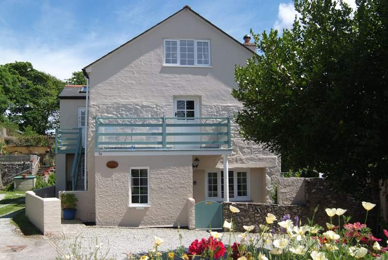 Samphire Barn is a delightful first floor character apartment above the Owners' home.