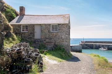 Mullion Cove is one of the prettiest harbours in Cornwall, you are bound to fall in love and may never want to leave.