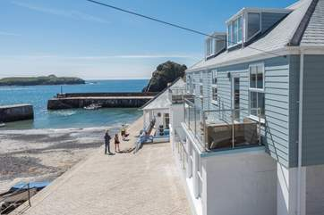 These lovely apartments sit on the harbourside in Mullion Cove.