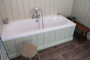 A double-ended bath for comfort.