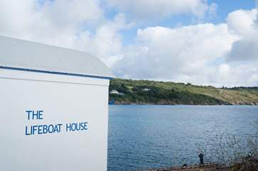 Eateries include the old Lifeboat House, Bay Hotel and Chloe's Cafe.(some may offer reduced opening in the winter months)